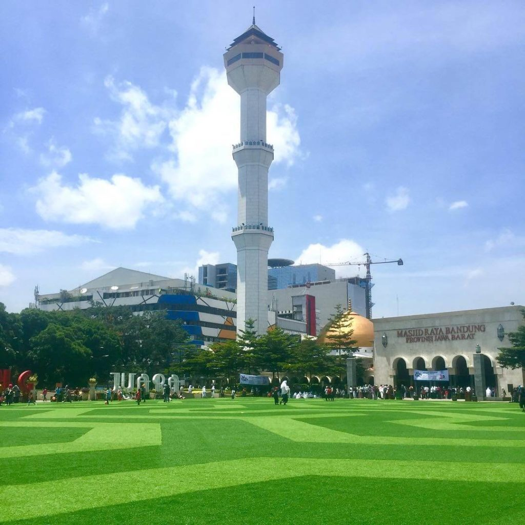 Alun-alun dan Masjid Raya Bandung