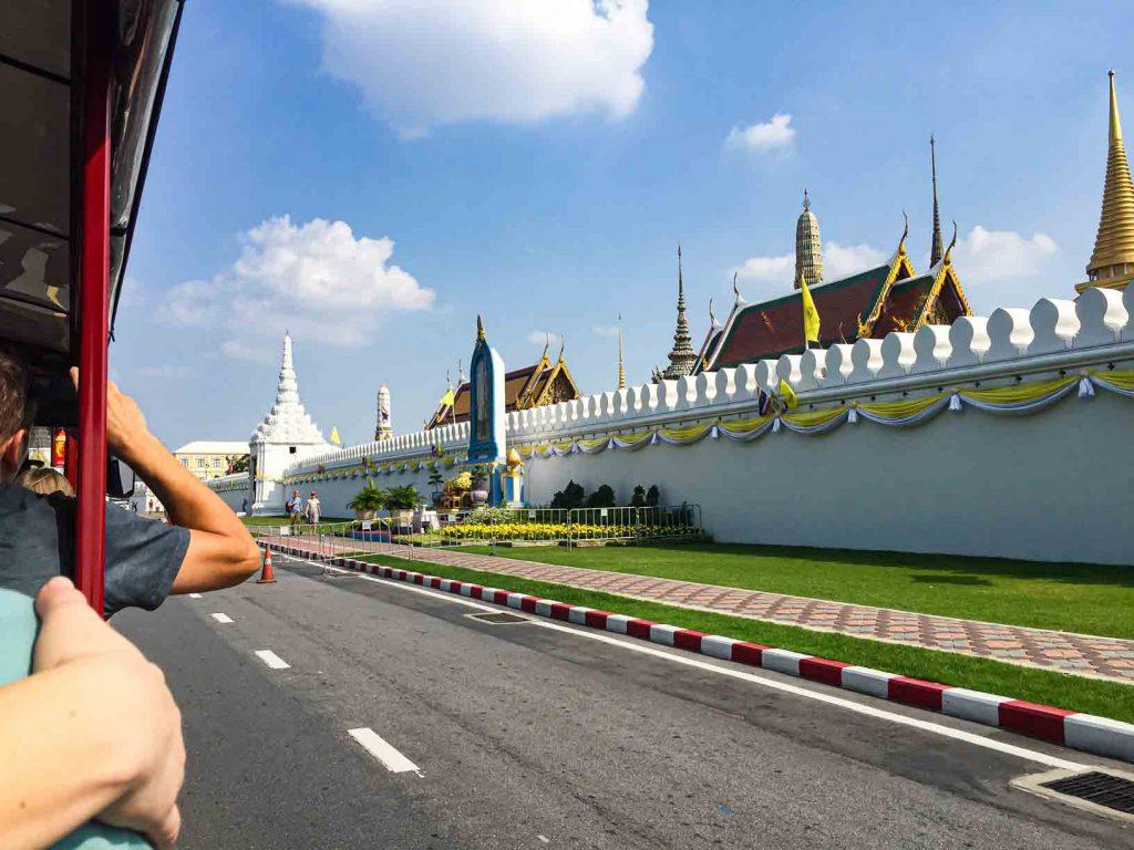 Area luar Grand Palace