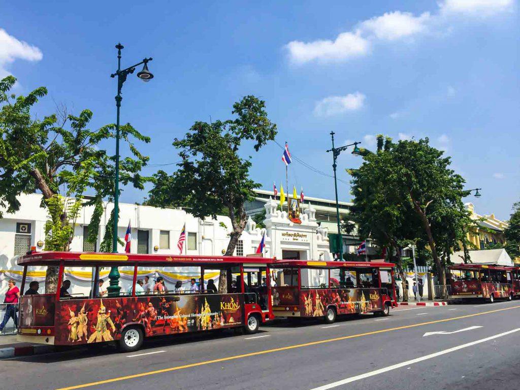 Bus Wisata di Grand Palace