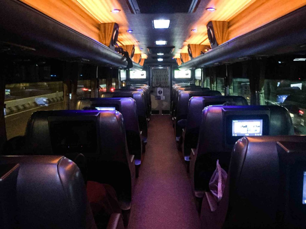 Bus Sombat Tour VIP 20 Chiang Rai