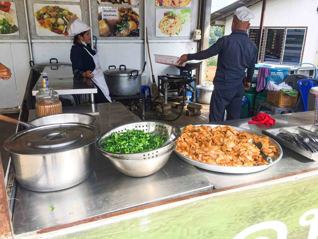 Makanan gratis di kuil